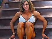 Brandee Hughes hits the shots bodybuilding-style w...
