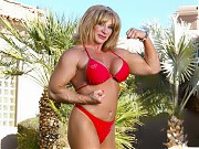 Bodybuilder Kat Connors strips off her bikini and ...