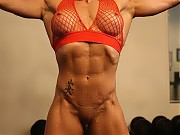 Female bodybuilder Ripped Vixen displays her aweso...