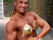 Nekole Hamrick showing off ripped and muscular thi...